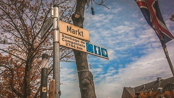 cartello indicazioni xanten santiago de compostela cammino di santiago germania partenza
