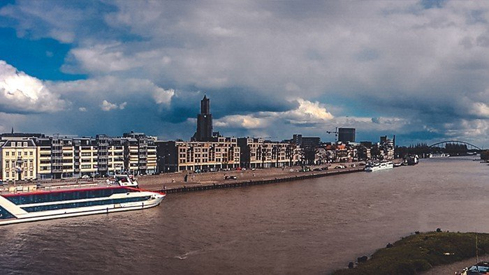 arnhem fiume nederrijn torre chiesa city hall vista ponte di ferro cicloturismo