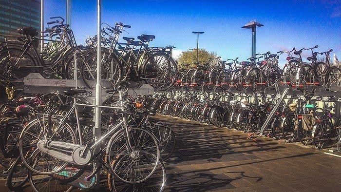 parcheggio biciclette utrecht rastrelliere viaggiare in bicicletta olanda cultura della bici