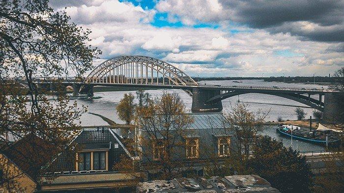 ponte di ferro fiume waal nijmegen olanda ciclabile operazione market garden Eisenbrücke