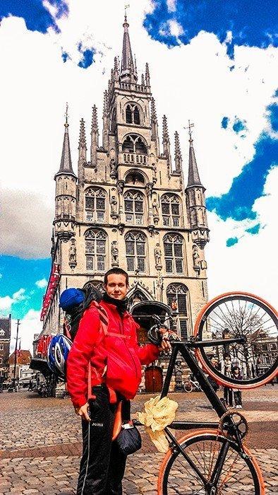 gouda municipio piazza principale viaggiare in bicicletta paesi bassi olanda architettura olandese