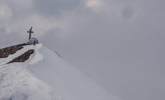 monte due mani neve escursione montagna lombardia vista